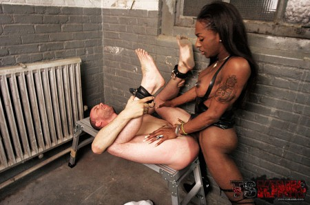 black tranny mistress screws the ass of a slave